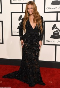 257C5F8200000578-2938468-She_made_a_statement_Beyonce_chose_to_show_off_her_cleavage_in_a-m-135_1423445754912